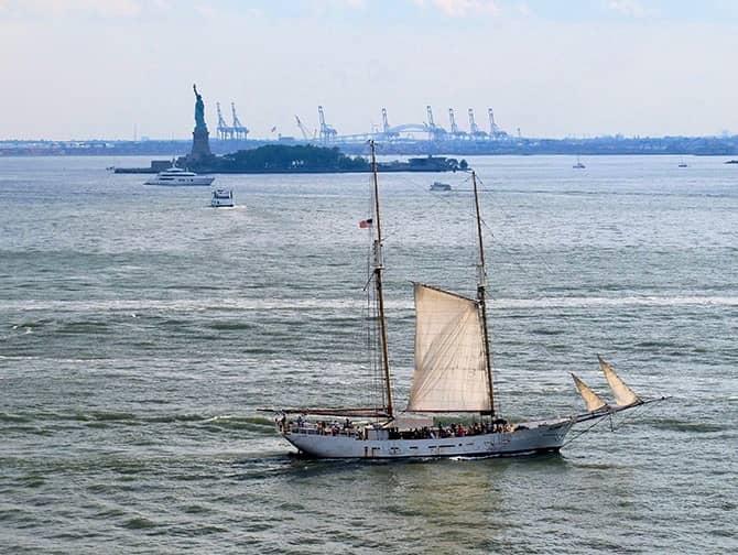 Zeilboottocht in New York - Het Vrijheidsbeeld