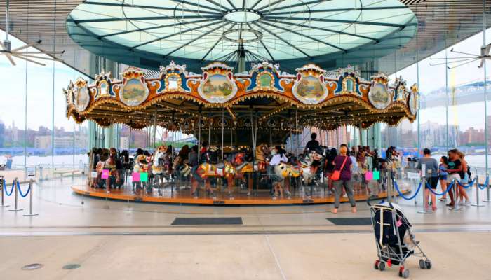 Janes Carousel in Brooklyn - De Draaimolen