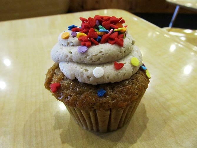 De Beste Cupcakes van New York - Molly's Cupcakes eten
