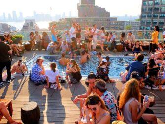 Beste rooftopbars in New York - Het Zwembad