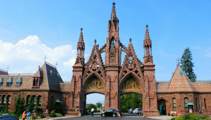 Brooklyn Tour - Ingang van Green-Wood Cemetery