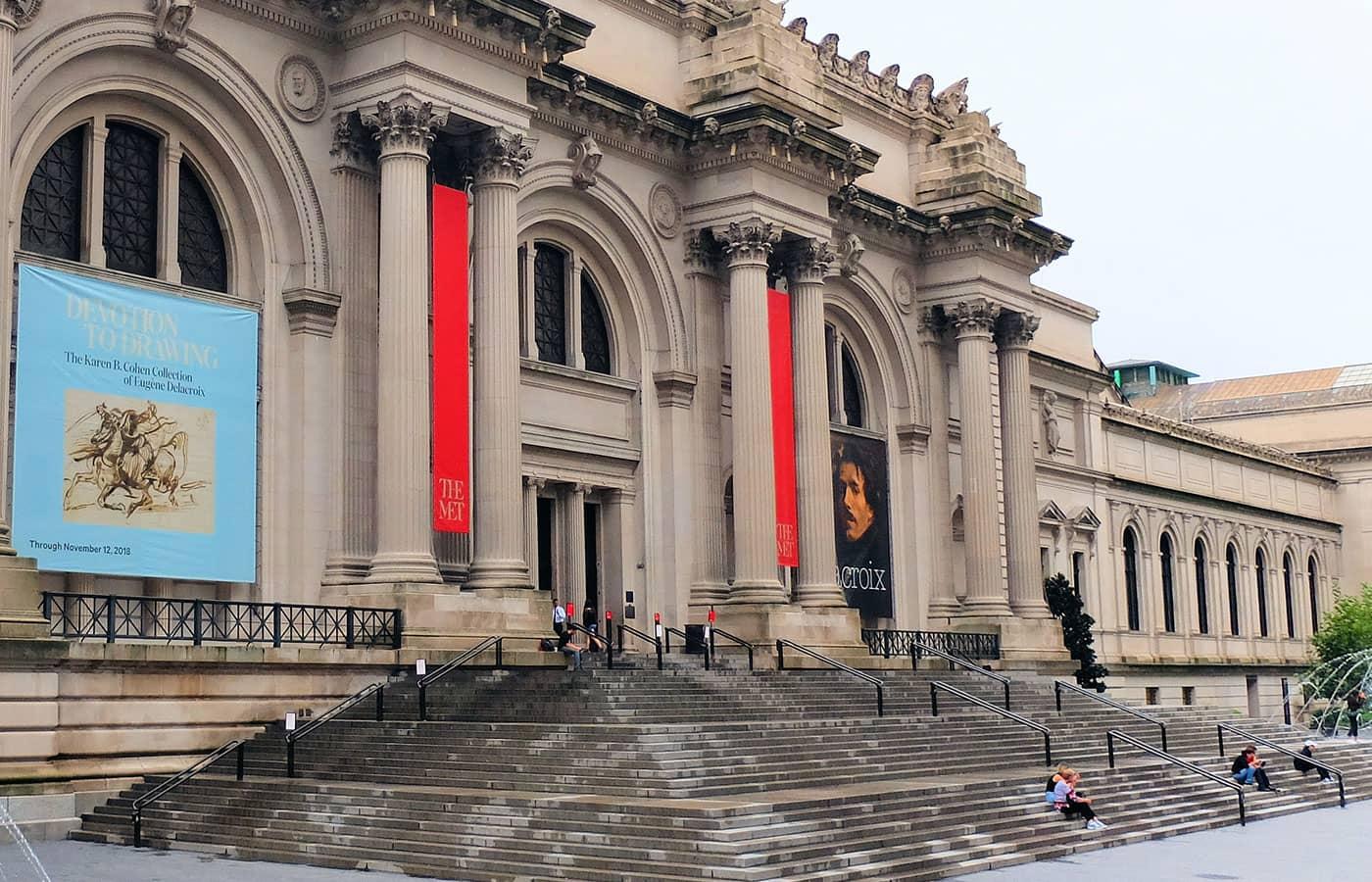 Gossip Girl Tour New York - The Met Steps