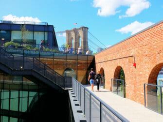 Brooklyn Bridge Park in New York - Empire Stores Dak
