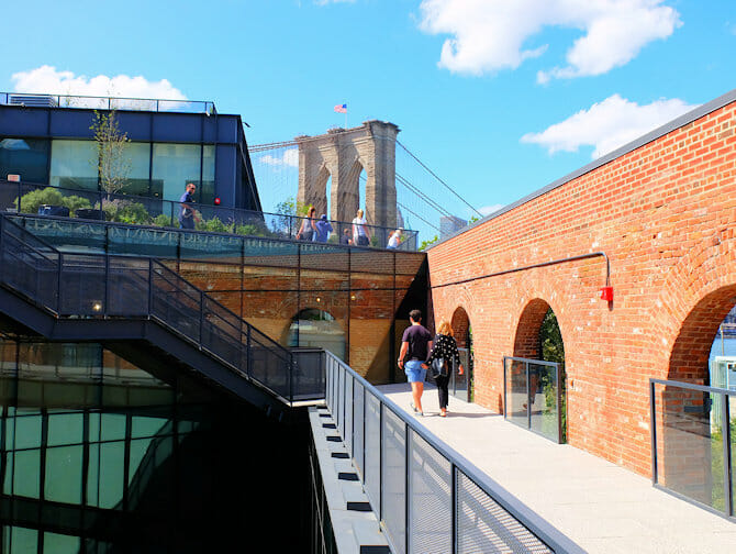 Brooklyn Bridge Park in New York - Empire Stores Dak
