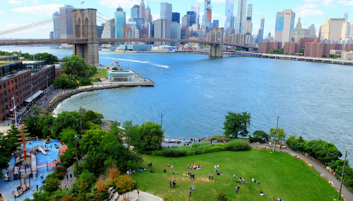 Brooklyn Bridge Park in New York - Van Bovenaf