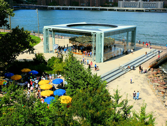 Brooklyn Bridge Park in New York - Jane's Carousel