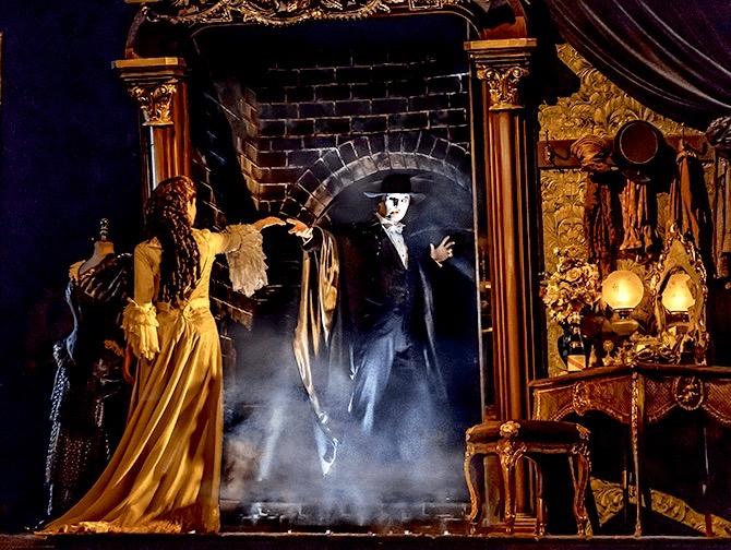 The Phantom of the Opera op Broadway Tickets - Decor
