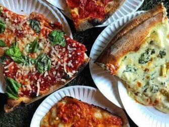 West Village Food Tour in New York - Pizza bij Artichoke