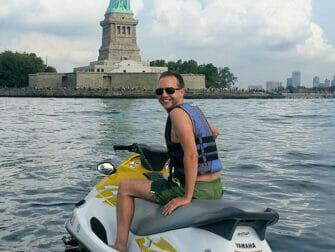 Jetskiën in New York - Vrijheidsbeeld