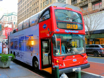 Gray Line Hop-on Hop-off bus in New York - Opstappen