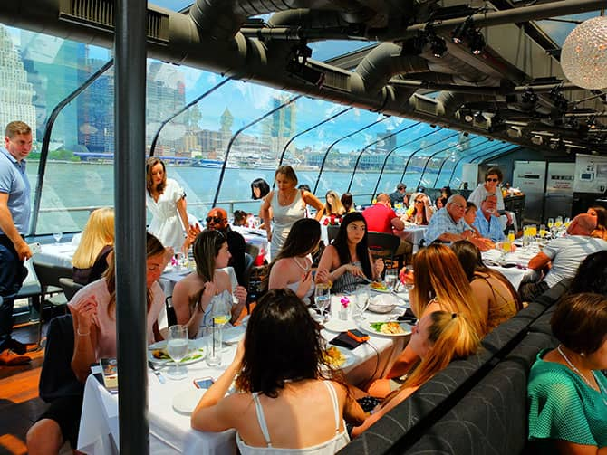 Bateaux Lunch Cruise in New York - Lunchen