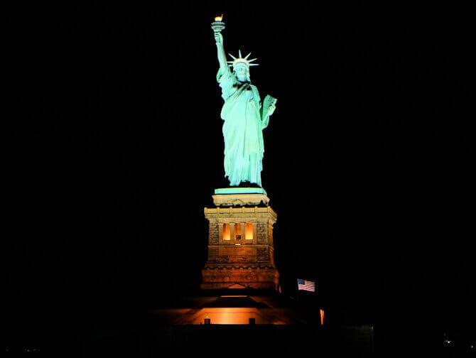 Hudson River Dinner Cruise in New York - Boot