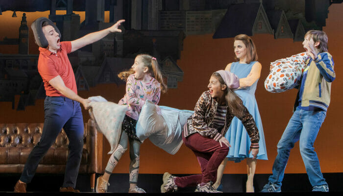 Mrs Doubtfire op Broadway Tickets - Kussengevecht
