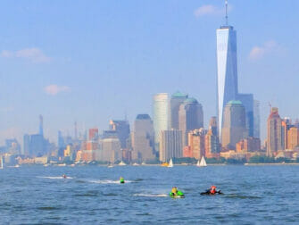 Jetskiën in New York One World Trade Center