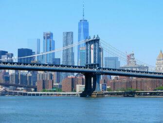 Manhattan Bridge in New York - Skyline