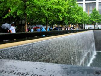 Regen in New York - 911 Memorial